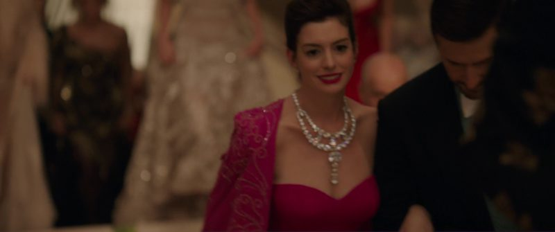 Cartier Necklace (Toussaint) Worn by Anne Hathaway (Daphne Kluger) in Ocean's 8 (2018) - Movie Product Placement