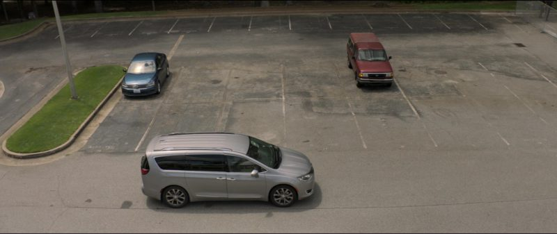 Chrysler Pacifica Family Minivan in Tag (2018) - Movie Product Placement