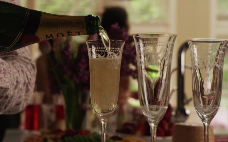 Moët & Chandon Champagne in Set It Up (1)