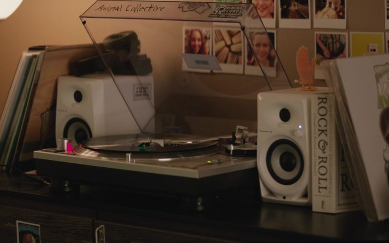 Pioneer Dm-40-W Pair 4 Active Desktop Monitor Speakers (White) Used by Nick Robinson in Love, Simon