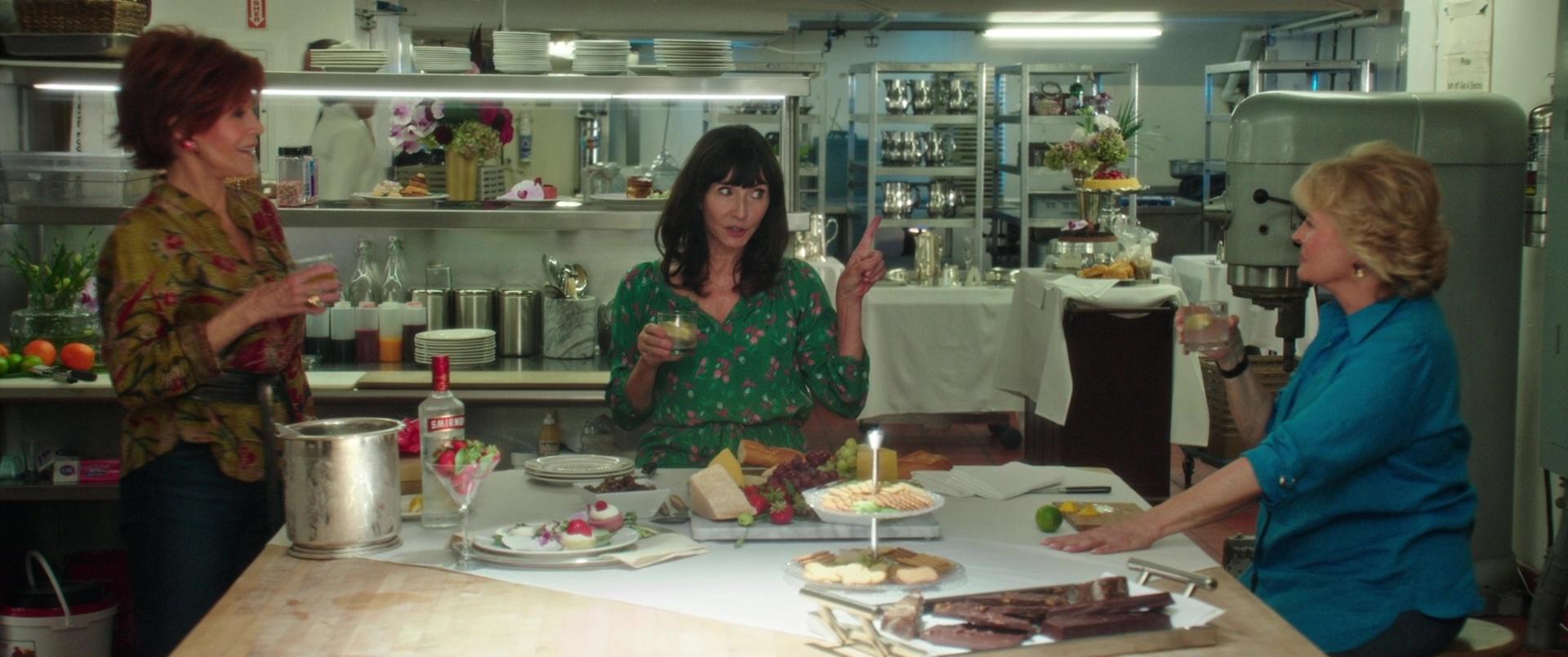 smirnoff vodka drunk by jane fonda mary steenburgen and candice bergen in book club 2018 movie. Black Bedroom Furniture Sets. Home Design Ideas