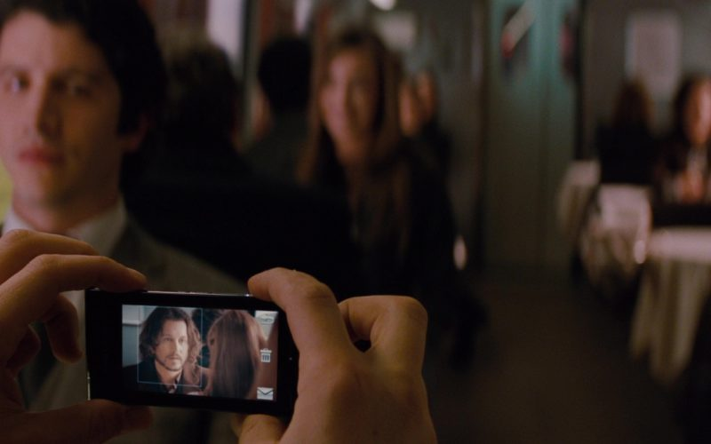 Sony Ericsson Phones in The Tourist (4)