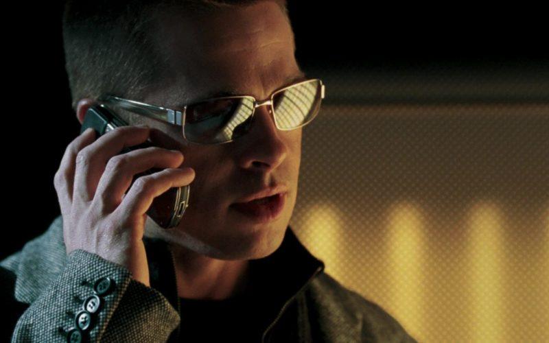 Vertu Phone Held by Brad Pitt in Mr. & Mrs. Smith (3)
