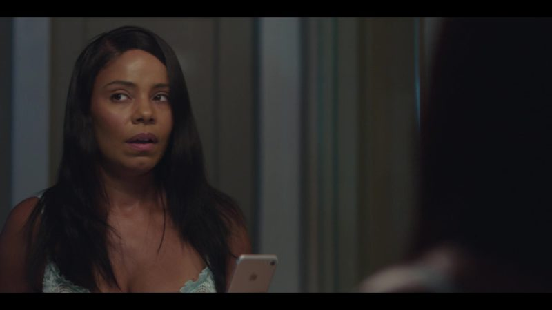 Apple iPhone Smartphone Held by Sanaa Lathan in Nappily Ever After (2018) Movie Product Placement