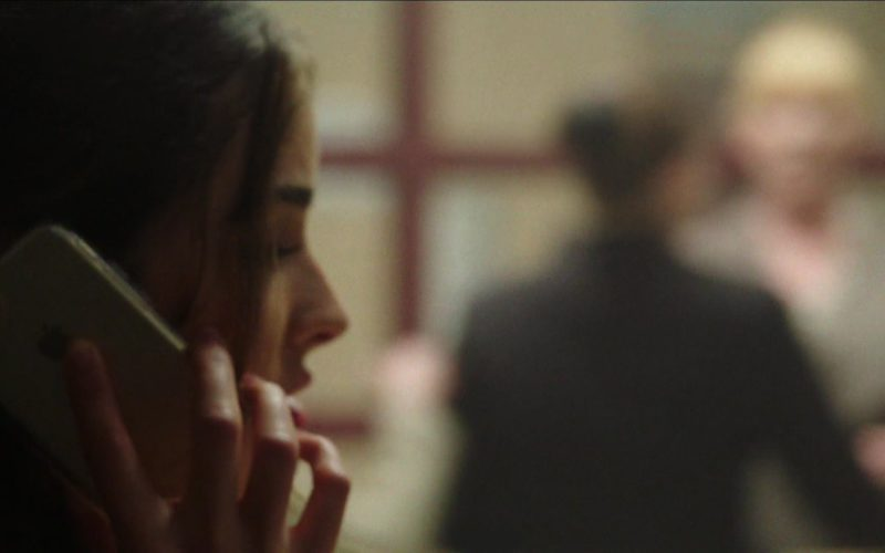 Apple iPhone Used by Olivia Culpo in Reprisal (1)