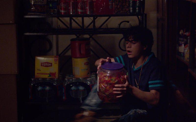 Lipton Tea and Coca-Cola Cans in Alex Strangelove (1)