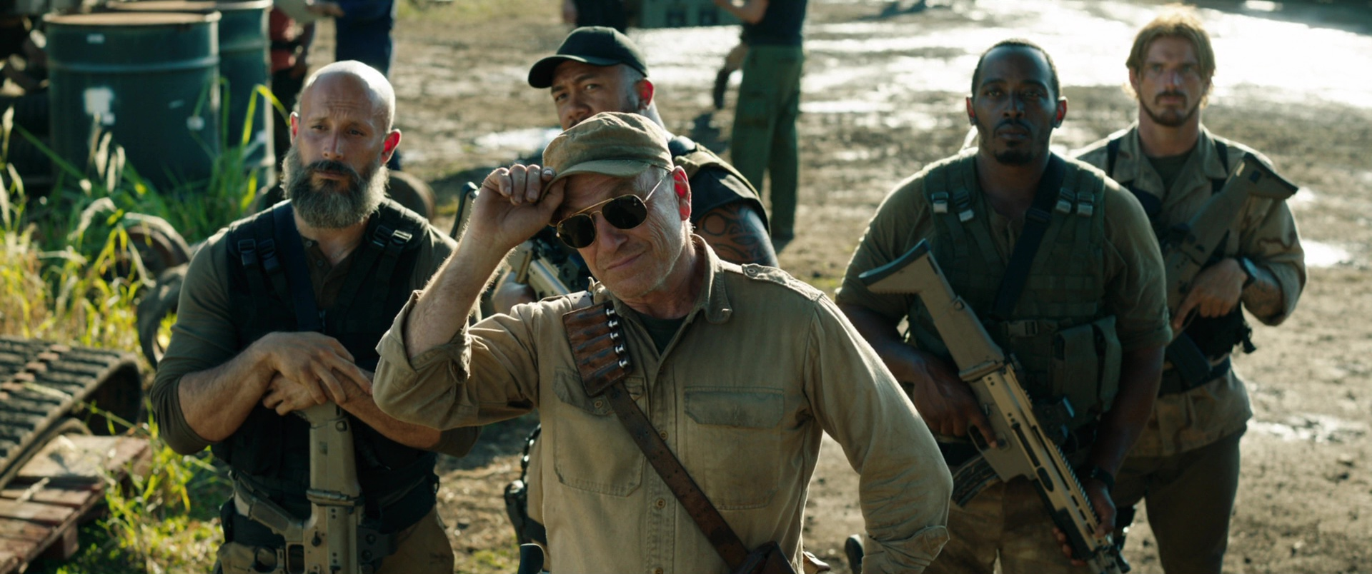 Ray Ban Sunglasses Worn By Ted Levine In Jurassic World