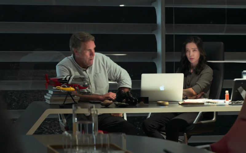 Apple MacBook Laptop Used by Li Bingbing in The Meg (2)