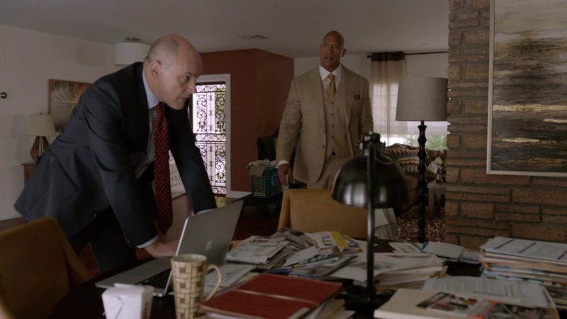 """Apple MacBook Pro Laptop Used by Rob Corddry in Ballers: Season 1, Episode 5, """"Machete Charge"""" (2015) - TV Show Product Placement"""