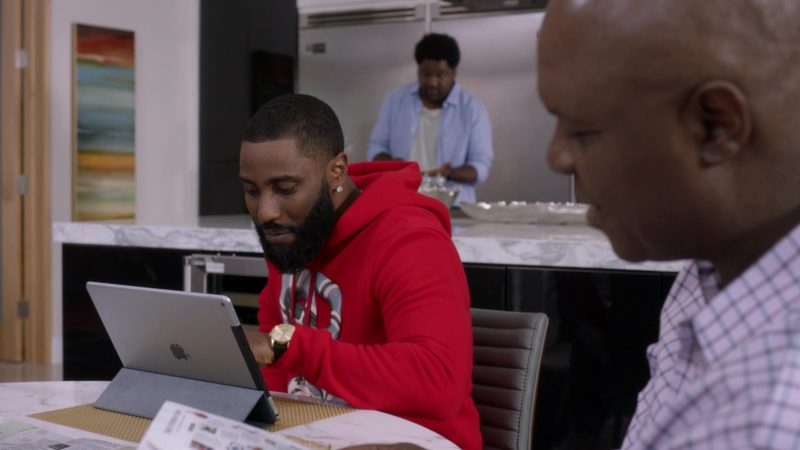 """Apple iPad Tablet Used by John David Washington in Ballers: Season 3, Episode 3, """"In the Teeth"""" (2017) TV Show Product Placement"""