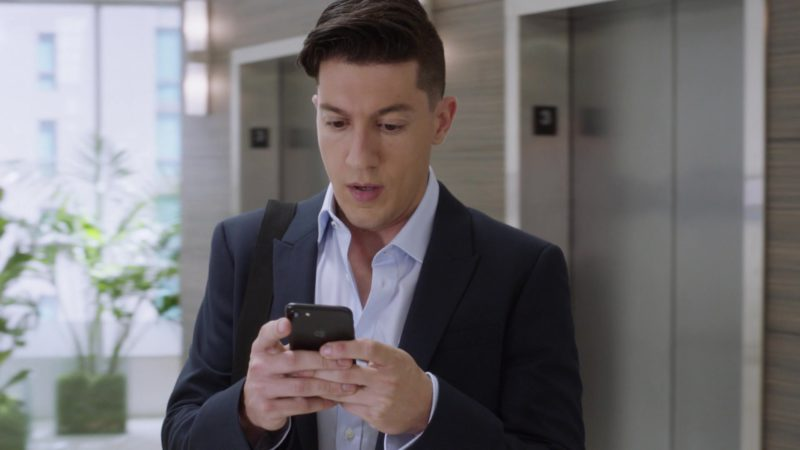 """Apple iPhone Mobile Phone in Ballers: Season 3, Episode 8, """"Alley-Oops"""" (2017) - TV Show Product Placement"""