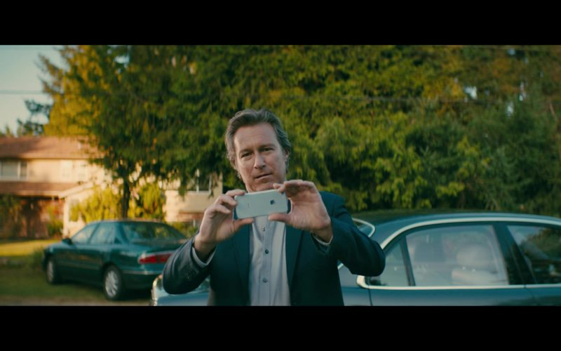 Apple iPhone Used by John Corbett in Sierra Burgess Is a Loser (1)