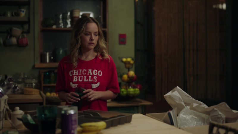 "Chicago Bulls T-Shirt in A Million Little Things: Season 1, Episode 4, ""Friday Night Dinner"" (2018) - TV Show Product Placement"