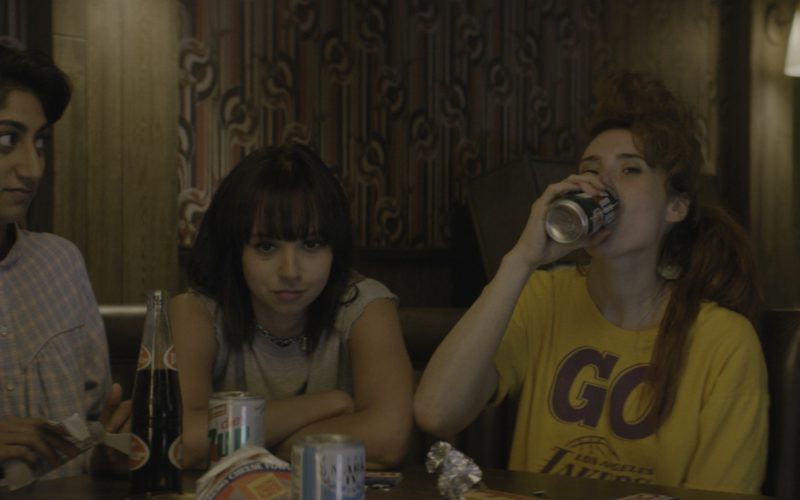 Dr Pepper and Diet 7Up Cans in Glow Season 1 Episode 4 (1)