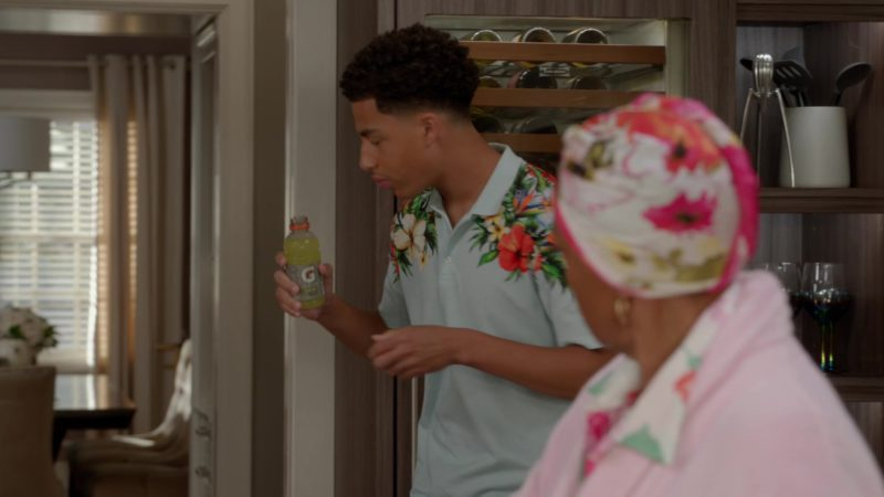 """Gatorade Drink Held by Marcus Scribner in Black-ish Season 5 Episode 03 """"Scarred for Life"""" (2018) - TV Show Product Placement"""