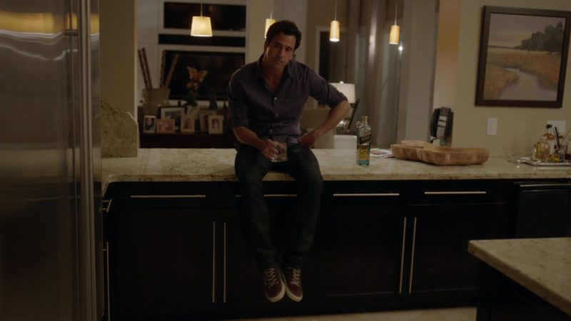 "Johnnie Walker Whisky Drunk by Troy Garity (Jason) in Ballers: Season 1, Episode 7, ""Ends"" (2015) - TV Show Product Placement"