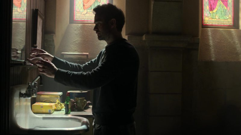 "Lipton Tea and Jameson Whiskey in Daredevil: Season 3 Episode 1 ""Resurrection"" (2018) - TV Show Product Placement"