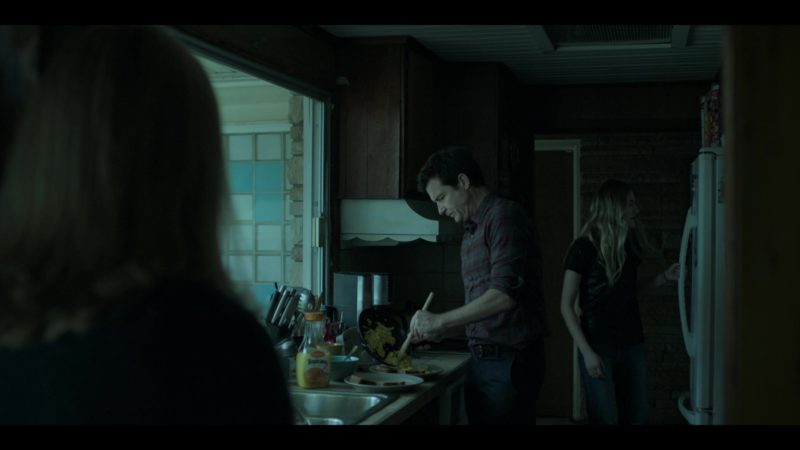 "Tropicana Juice in Ozark: Season 2, Episode 7, ""One Way Out"" (2018) TV Show Product Placement"