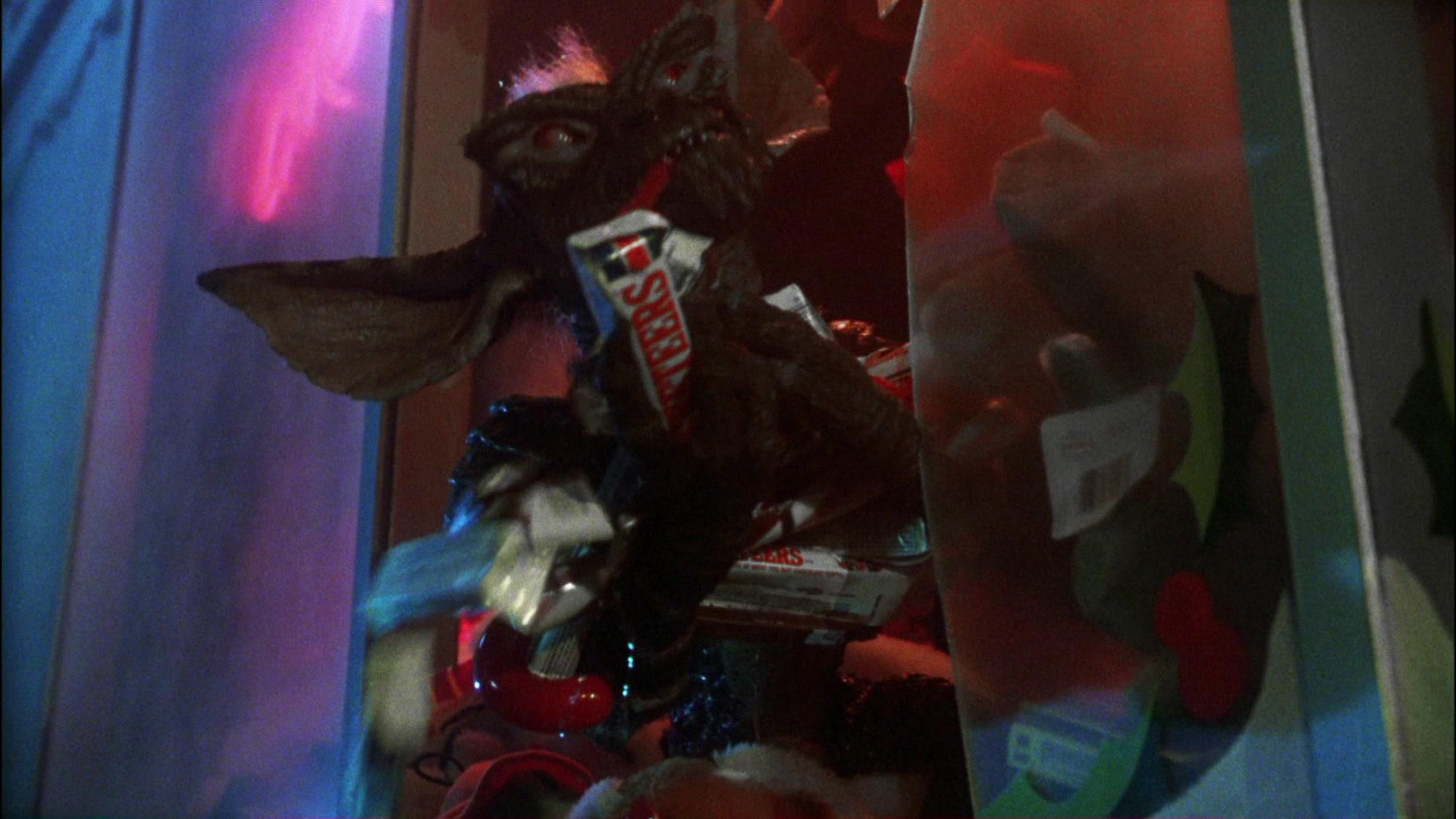 Alfa Romeo Giulia >> 3 Musketeers Chocolate Bars in Gremlins (1984) Movie