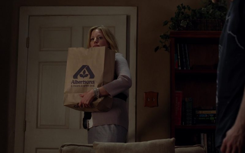 Albertsons Grocery Store Paper Bag Held by Anna Gunn (Skyler White) in Breaking Bad Season 5 Episode 6 (4)