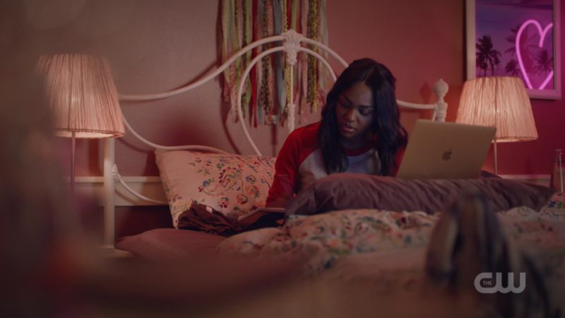 Apple MacBook Laptop Used by China Anne McClain in Black Lightning Season 2 Episode 5: The Book of Blood: Chapter One: Requiem (2018) TV Show Product Placement
