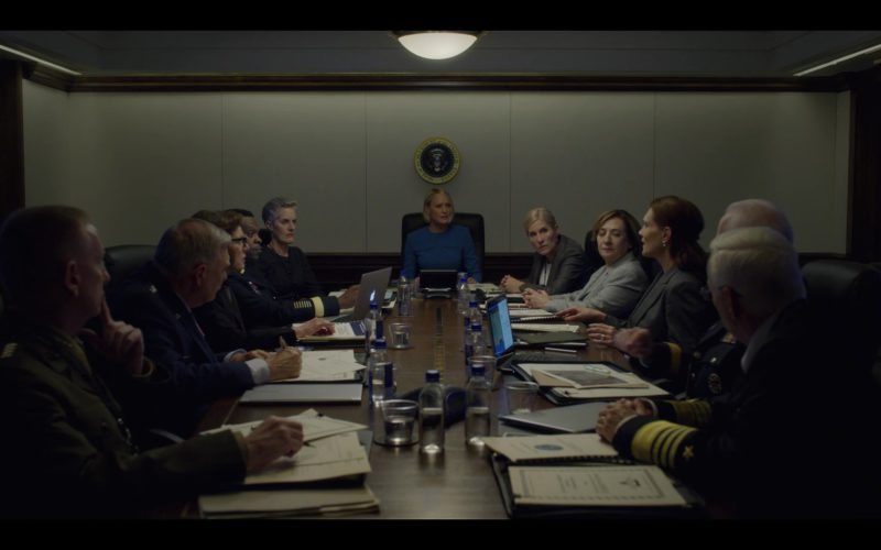 Apple MacBook Laptop in House of Cards Season 6 Episode 8 Chapter 73 (1)