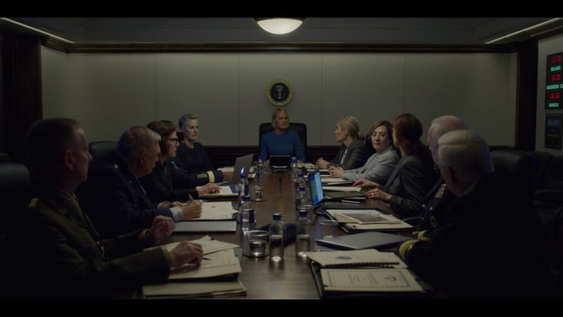 Apple MacBook Laptop in House of Cards Season 6 Episode 8 Chapter 73 (2018) - TV Show Product Placement