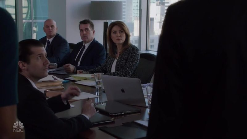 "Apple MacBook Laptop in Law & Order: SVU, Season 20, Episode 7, ""Caretaker"" (2018) - TV Show Product Placement"