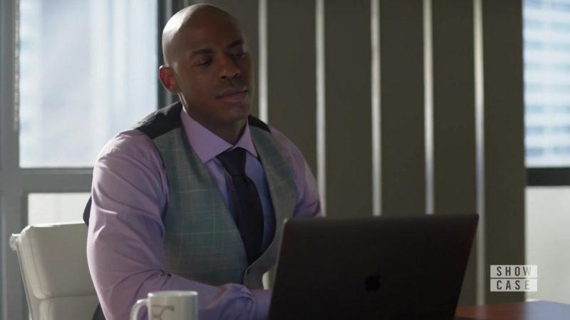 Apple MacBook Pro 15-inch Laptop in Supergirl Season 4 Episode 5: Parasite Lost (2018) - TV Show Product Placement