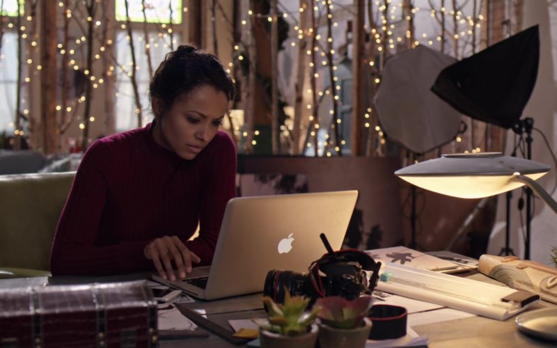 Apple MacBook Pro Laptop Used by Kat Graham in The Holiday Calendar (7)