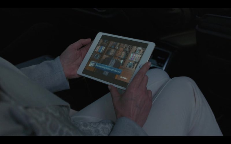 Apple iPad Mini Tablet Used by Diane Lane in House of Cards Season 6 Episode 8 Chapter 73 (1)