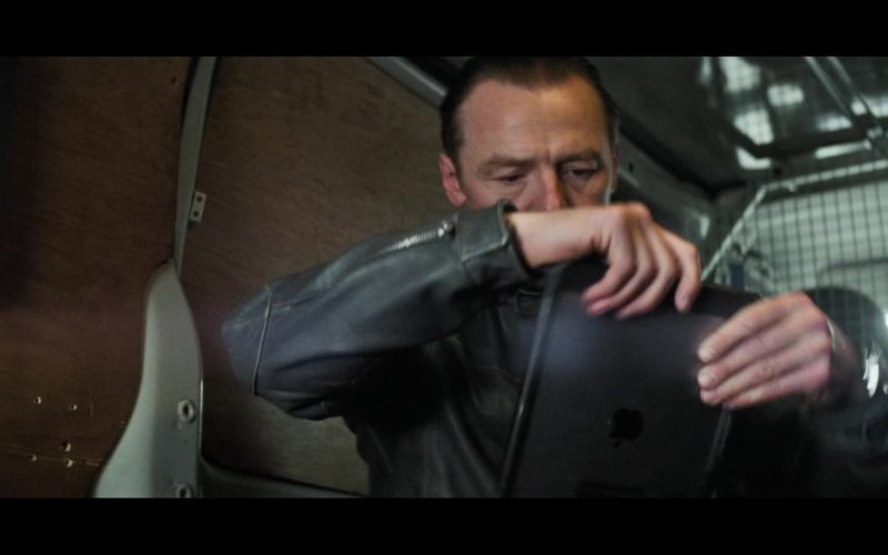 Apple iPad Tablet Used by Simon Pegg in Mission Impossible – Fallout (2)