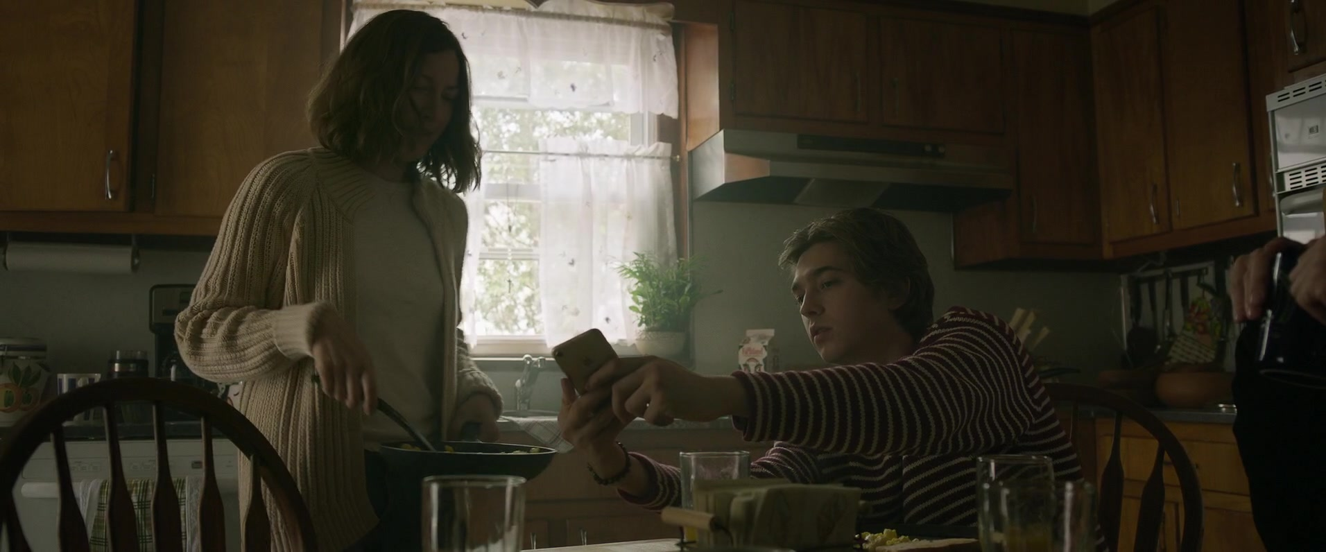 Apple iPhone Used by Bubba Weiler in Puzzle (2018) Movie