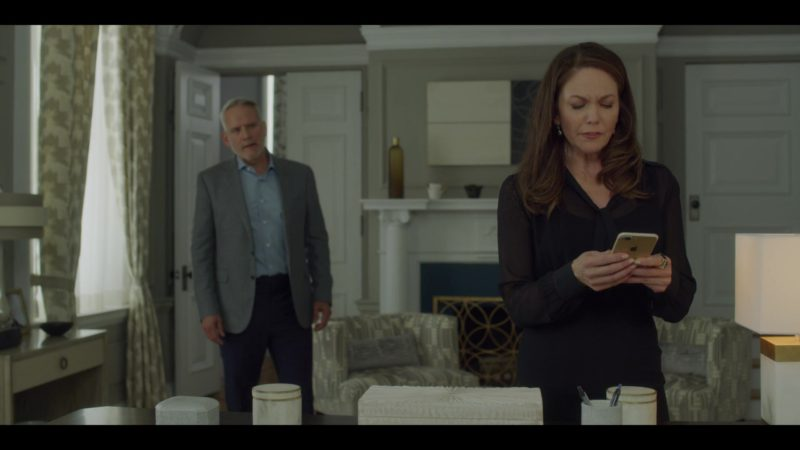 Apple iPhone Used by Diane Lane in House of Cards Season 6 Episode 8 Chapter 73 (2018) TV Show Product Placement