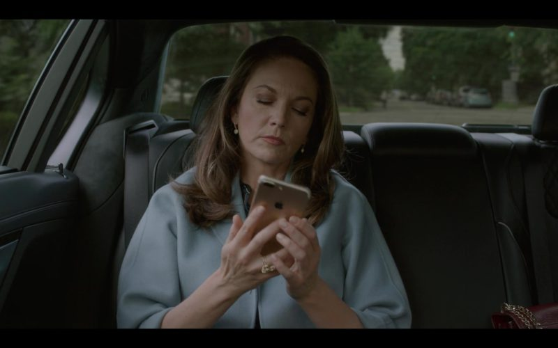 Apple iPhone Used by Diane Lane in House of Cards Season 6 Episode 8 Chapter 73 (7)