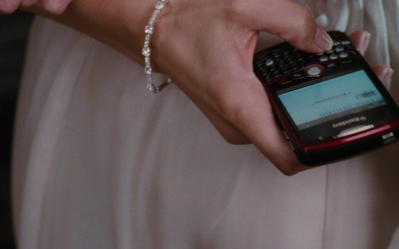 Blackberry Mobile Phone Used by Jennifer Lopez in The Back-up Plan (2)