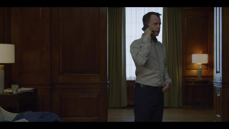 Blackberry Smartphone Used by Greg Kinnear in House of Cards Season 6 Episode 2 Chapter 67 (2018) - TV Show Product Placement