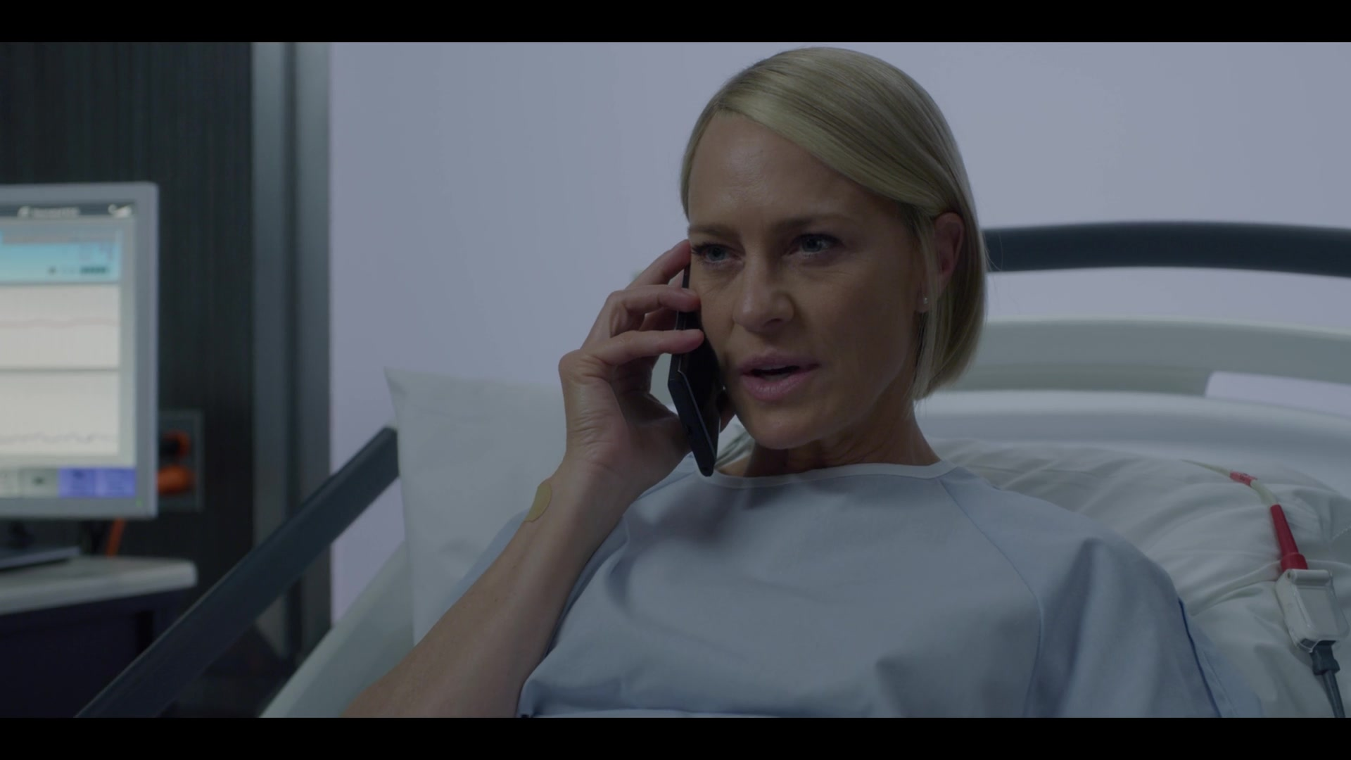 Blackberry Smartphone Used By Robin Wright Claire Underwood In