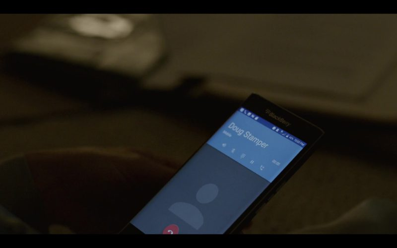 Blackberry Smartphone Used by Robin Wright (Claire Underwood) in House of Cards Season 6 Episode 8 (4)