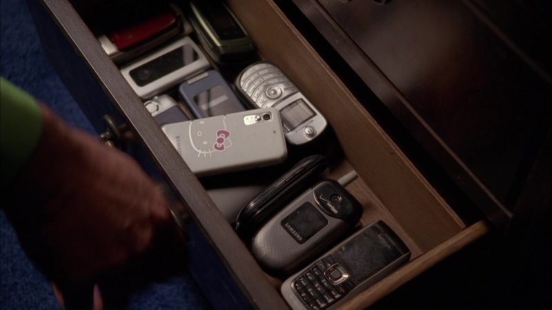 "Samsung x Hello Kitty, Samsung x Verizon, Motorola and Nokia Mobile Phones in Breaking Bad Season 5 Episode 9 ""Blood Money"" (2012) - TV Show Product Placement"