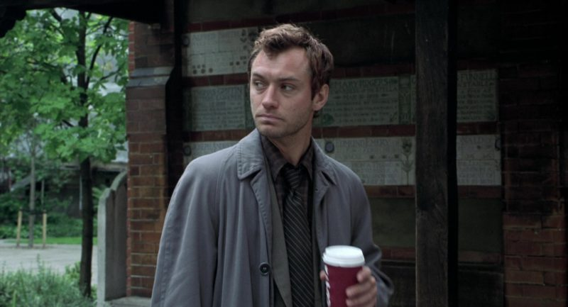 Costa Coffee Paper Cup Held by Jude Law in Closer (2004) - Movie Product Placement