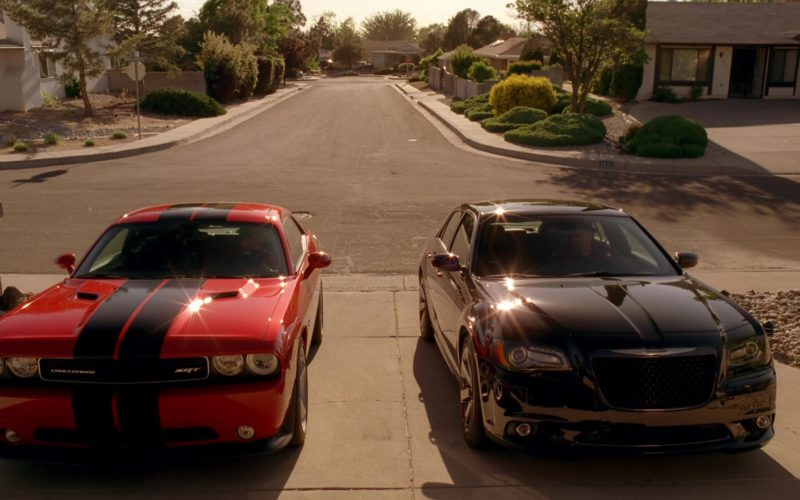 Dodge Challenger SRT and Chrysler 300 SRT-8 Cars in Breaking Bad Season 5 Episode 4 (1)