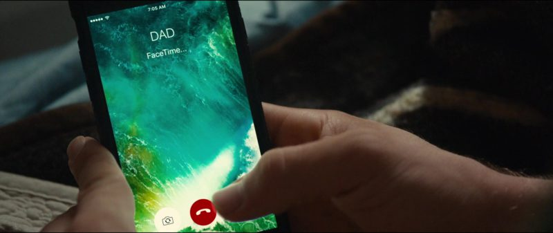 FaceTime in Status Update (2018) Movie Product Placement