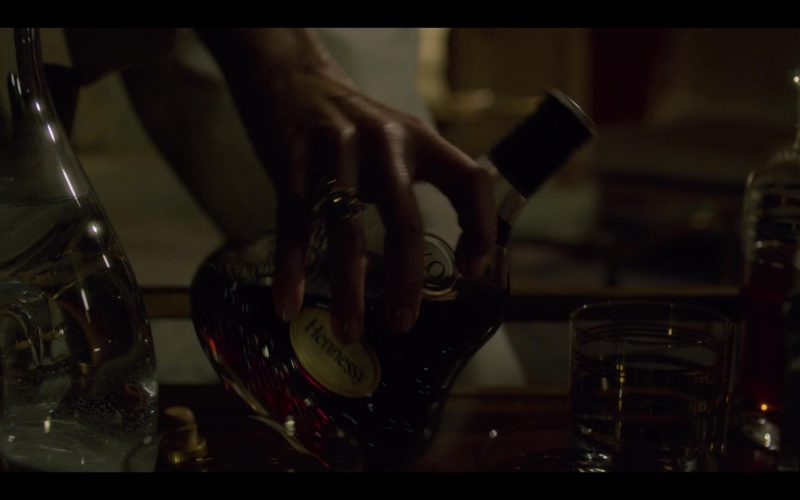 Hennessy XO Cognac Drunk by Diane Lane in House of Cards Season 6 Episode 1 Chapter 66 (2)