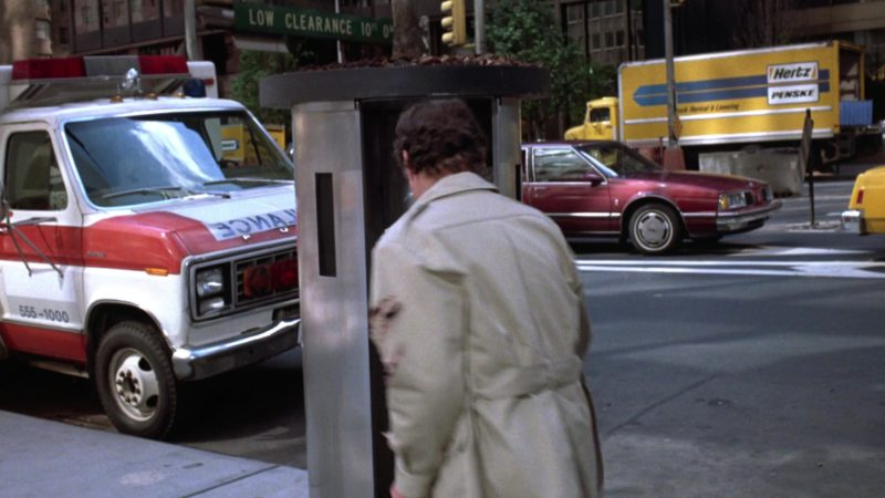 Hertz Penske Truck Rental & Leasing in Gremlins 2: The New Batch (1990) - Movie Product Placement