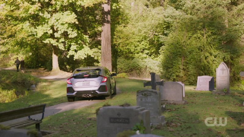 """Honda Civic Car in Charmed Season 1 Episode 5 """"Other Women"""" (2018) - TV Show Product Placement"""