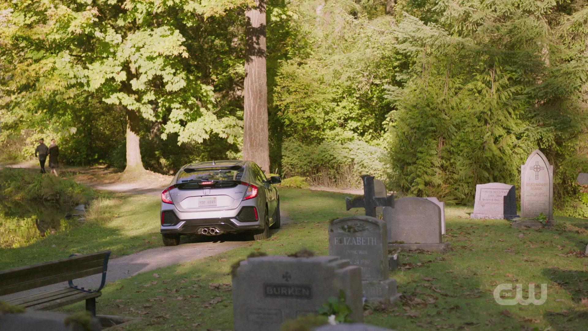 "Honda Civic Car in Charmed Season 1 Episode 5 ""Other Women"