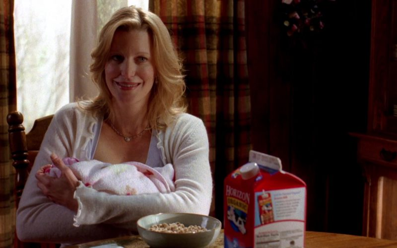 Horizon Organic Milk in Breaking Bad Season 2 Episode 13 (1)