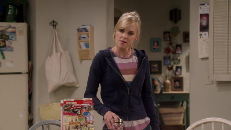 Kellogg's Froot Loops Cereal in Mom: Puzzle Club and a Closet Party (2018) TV Show Product Placement