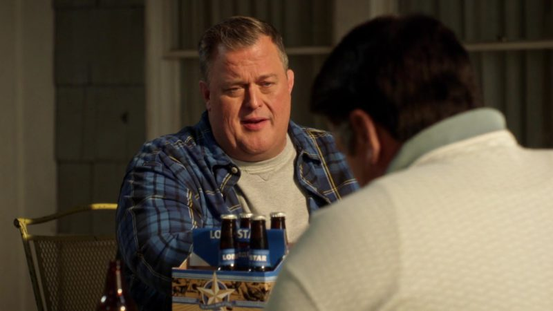 Lone Star Light Beer Bottles in Young Sheldon Season 2 Episode 8: An 8-Bit Princess and a Flat Tire Genius (2018) - TV Show Product Placement